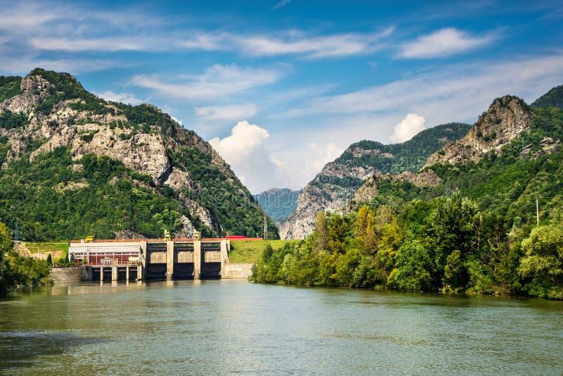 Olt河在喀尔巴阡山脉,罗马尼亚 库存图片