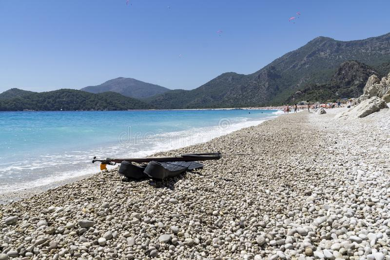 OLUDENIZ, ТУРЦИЯ - 4-ОЕ ИЮНЯ: Пляж Oludeniz посещения туристов в Tur стоковое изображение