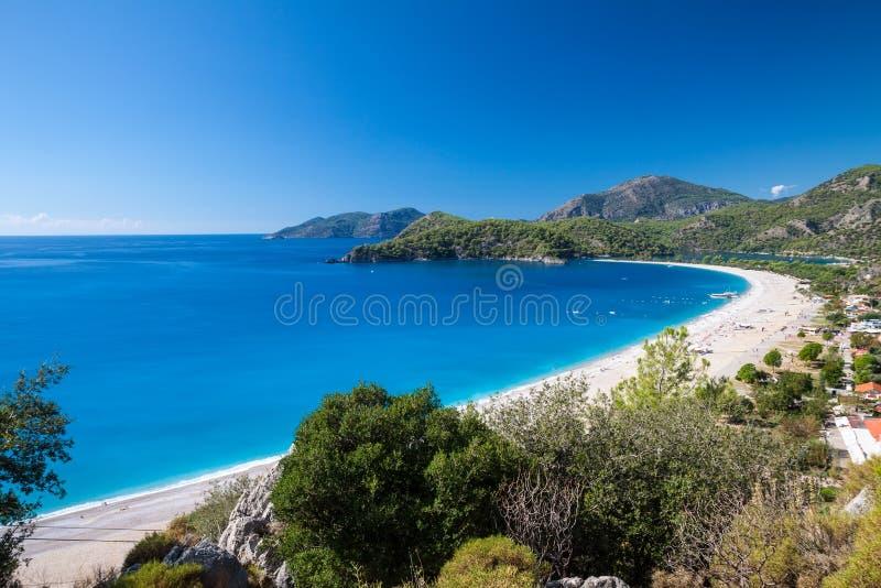 Oludeniz-Lagune in der Seelandschaftsansicht des Strandes lizenzfreie stockbilder