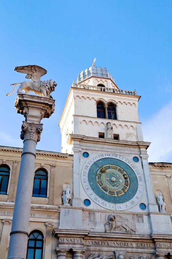 Olumn et tour d'horloge de Palazzo del Capitanio à Padoue, photo stock