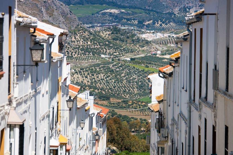 Olvera är en vit by i det Cadiz landskapet, Andalucia, sydliga Spanien arkivfoto