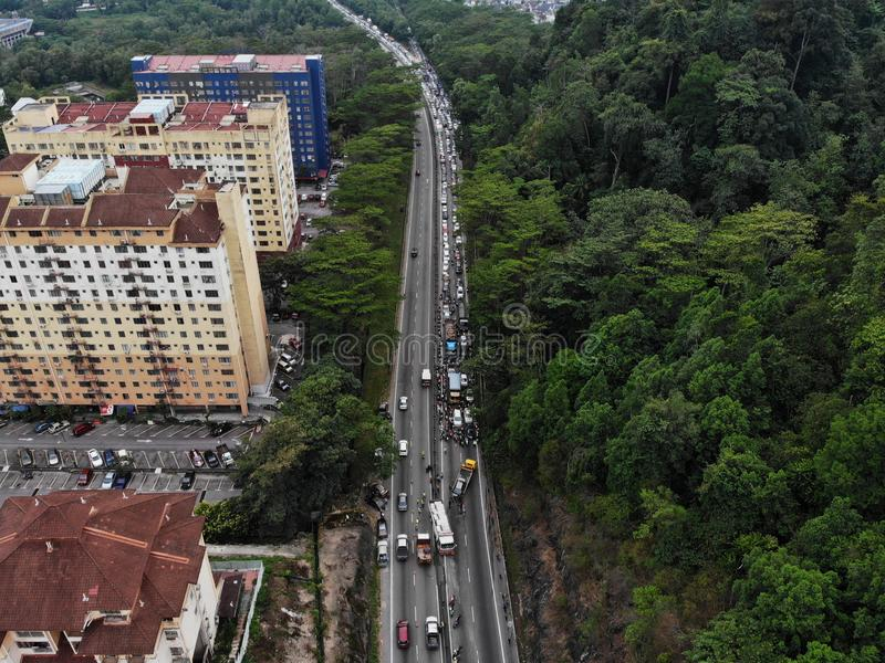 Olyckan uppstod gälla flera bilar orsakar driftstopp royaltyfria foton