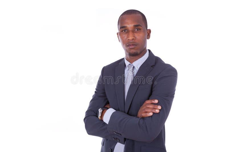 Olycklig afrikansk amerikanaffärsman med vikta armar över whit royaltyfria bilder