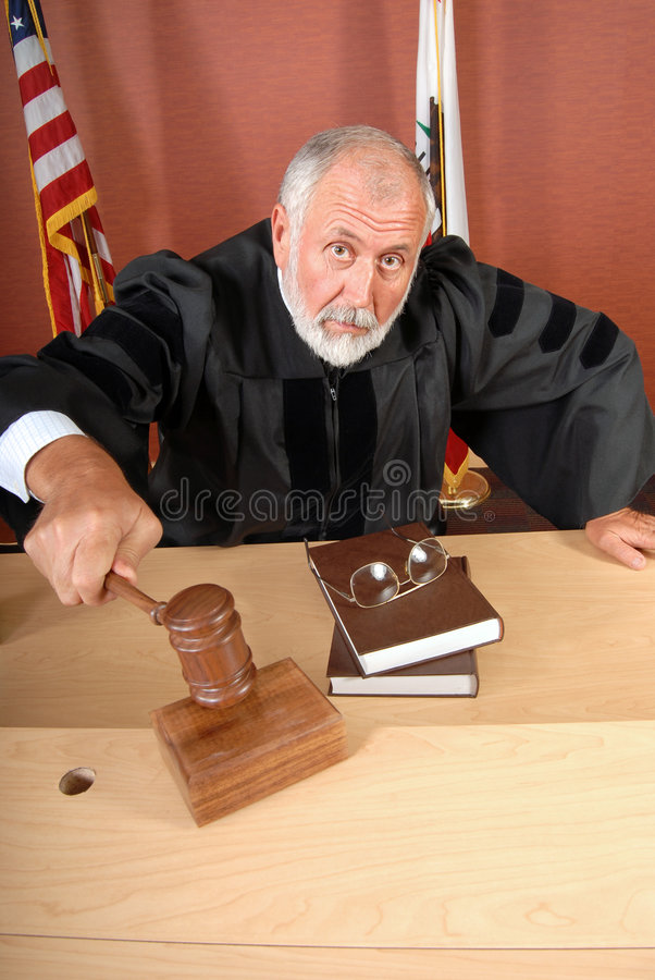 olycklig domare arkivfoton