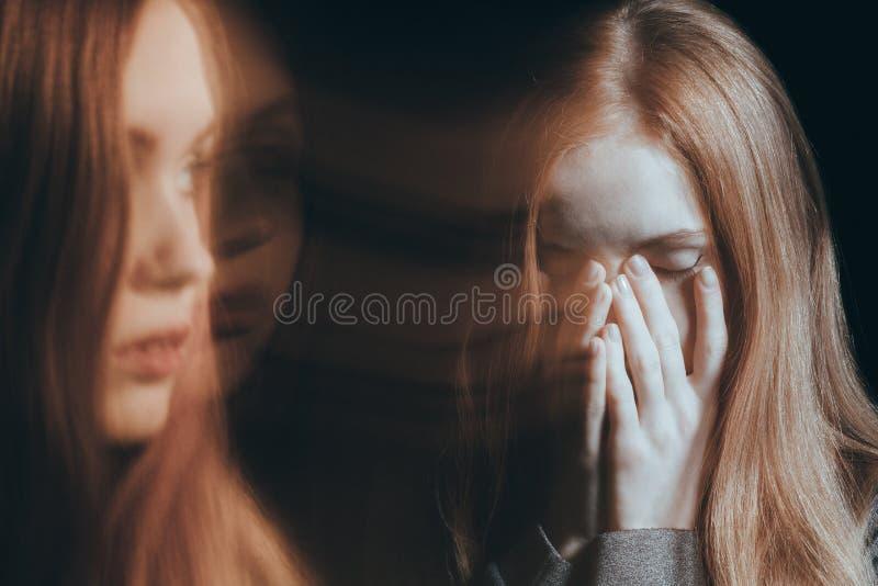 Olycklig skriande kvinna fotografering för bildbyråer