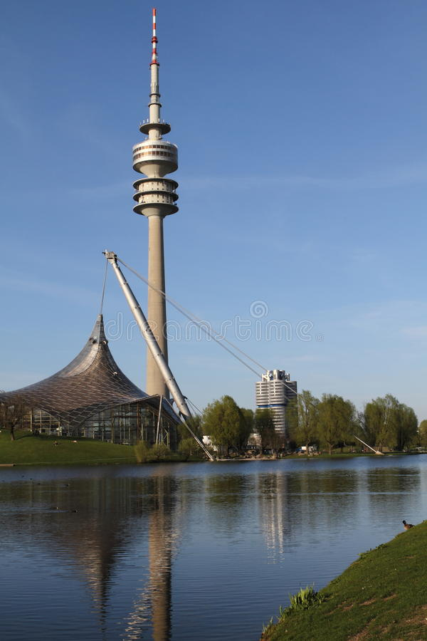 Olympia Park e BMW, Monaco di Baviera, Baviera, Germania, Olympiapark fotografia stock