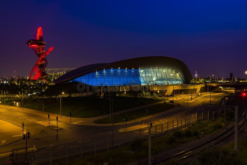 Olympiapark von London bis zum Nacht lizenzfreies stockfoto