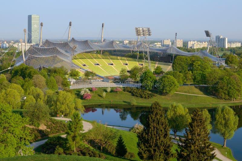 Olympiastadion is een stadion in Olympiapark München wordt gevestigd dat stock afbeelding