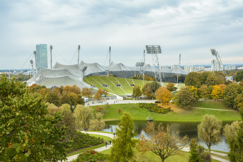 Olympic Stadium i Olympiapark, Munich, Tyskland arkivfoto