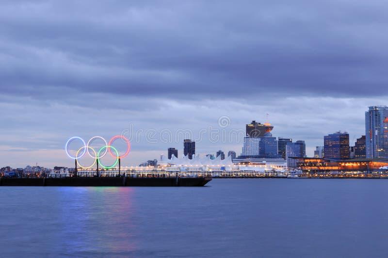 Olympische ringen in Vancouver haven stock fotografie