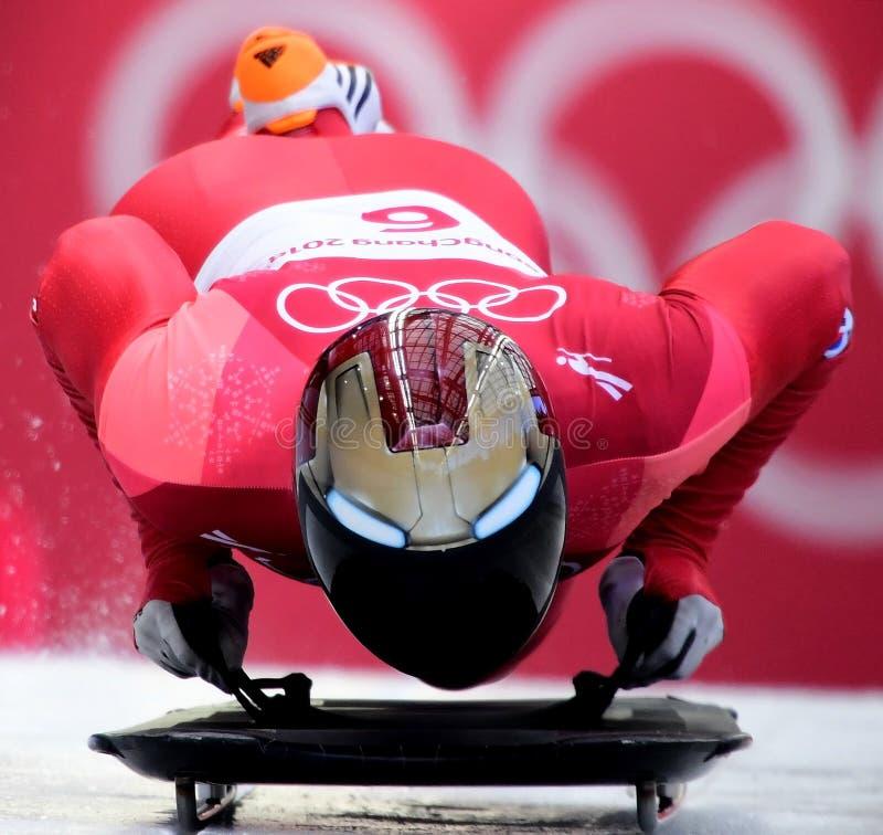 Olympischer Meister Sungbin YUN von Südkorea konkurriert in der Skeleton Mann-offiziellen Trainings-Hitze an den 2018 Winter Olym lizenzfreies stockbild