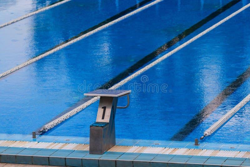 Olympischer Swimmingpool lizenzfreies stockfoto
