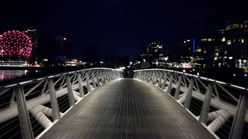 Olympisches Dorf-Nachtansicht Vancouvers stockbild