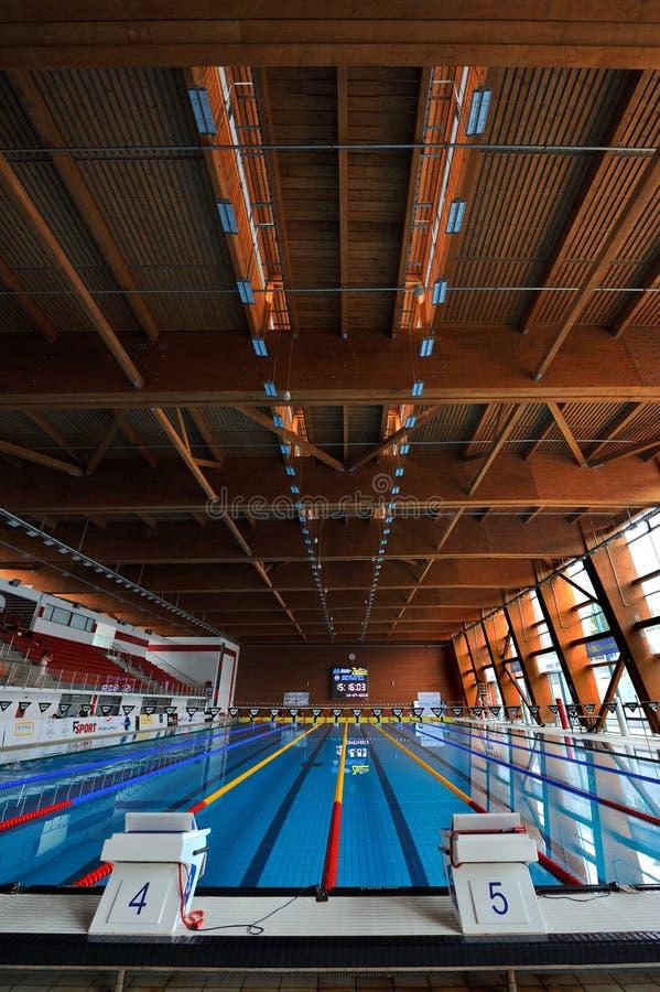 Olympisk inomhus simbassäng arkivfoto