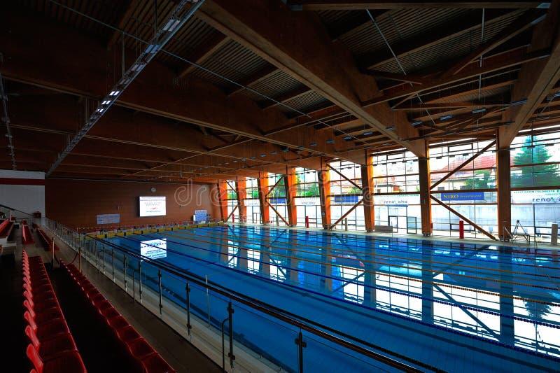 Olympisk inomhus simbassäng royaltyfria bilder