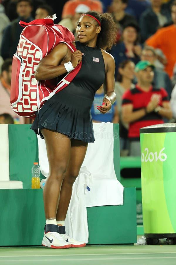 Olympisk mästare Serena Williams av Förenta staterna efter kvinnors match för singelrunda två av Rio de Janeiro 2016 OS arkivfoton