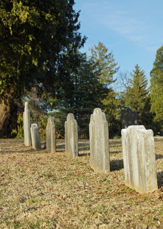 Omärkt gravar arkivbild