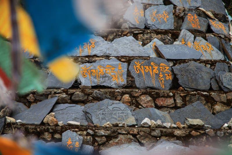Om玛尼在石头的padmei嗡嗡声III在从中国的四川 免版税库存图片