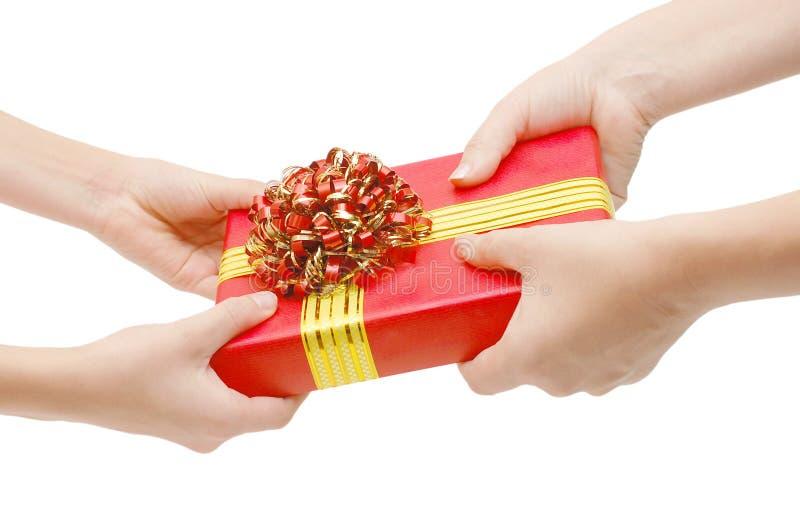 Om een gift te overhandigen royalty-vrije stock afbeelding
