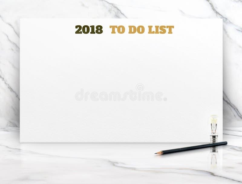 2018 om lijst op Witboekaffiche op witte marmeren ruimtemuur te doen, stock foto