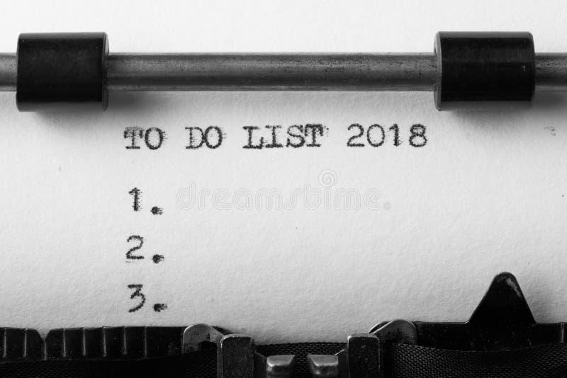 Om lijst 2018 te doen - sms-bericht op het schrijfmachineclose-up royalty-vrije stock foto