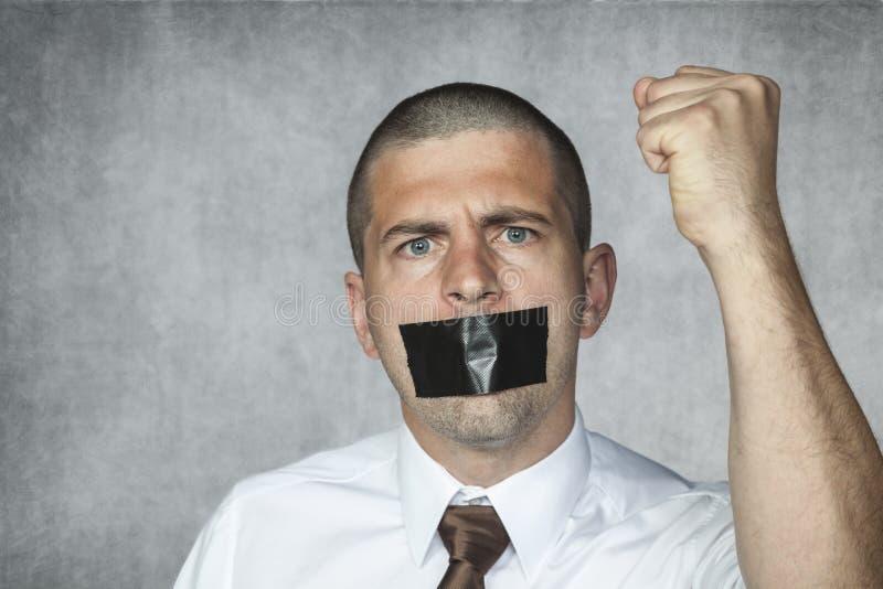 om motsvarande informerar varm information frihetsgisslan för karikatyr nyheterna ingen vår tagen text för reporterprövkopiaanför royaltyfria bilder