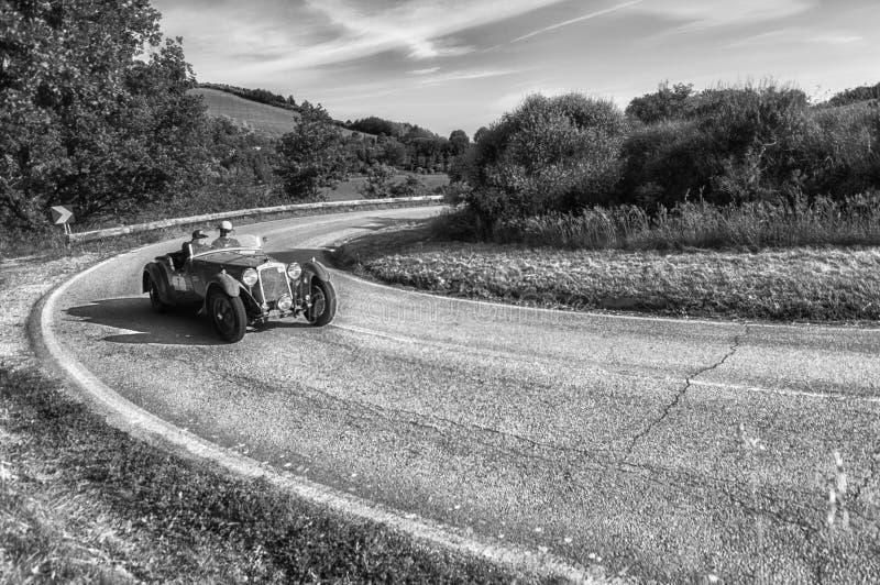 OM 665 S SUPERBA 2000 2000 vecchie vetture da corsa 1929 nel raduno 2018 di Mille Miglia la corsa storica italiana famosa 1927-19 immagine stock libera da diritti