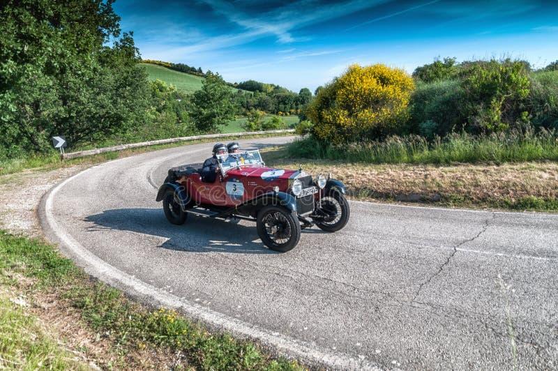 OM 665 S SUPERBA 2000 2000 vecchie vetture da corsa 1929 nel raduno 2018 di Mille Miglia la corsa storica italiana famosa 1927-19 fotografia stock