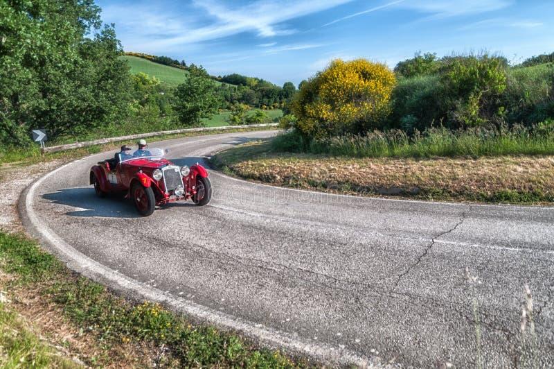 OM 665 S SUPERBA 2000 2000 vecchie vetture da corsa 1929 nel raduno 2018 di Mille Miglia la corsa storica italiana famosa 1927-19 immagine stock