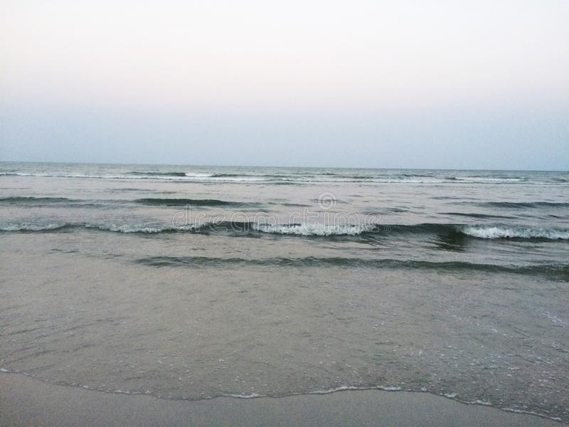 Om vågorna som stöttar återvinning, skulle avsluta aldrig arkivfoto