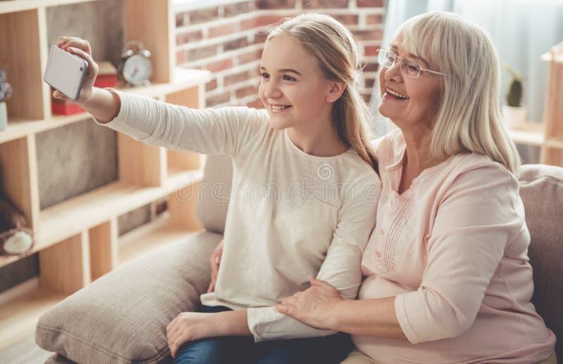 Oma en kleindochter royalty-vrije stock foto