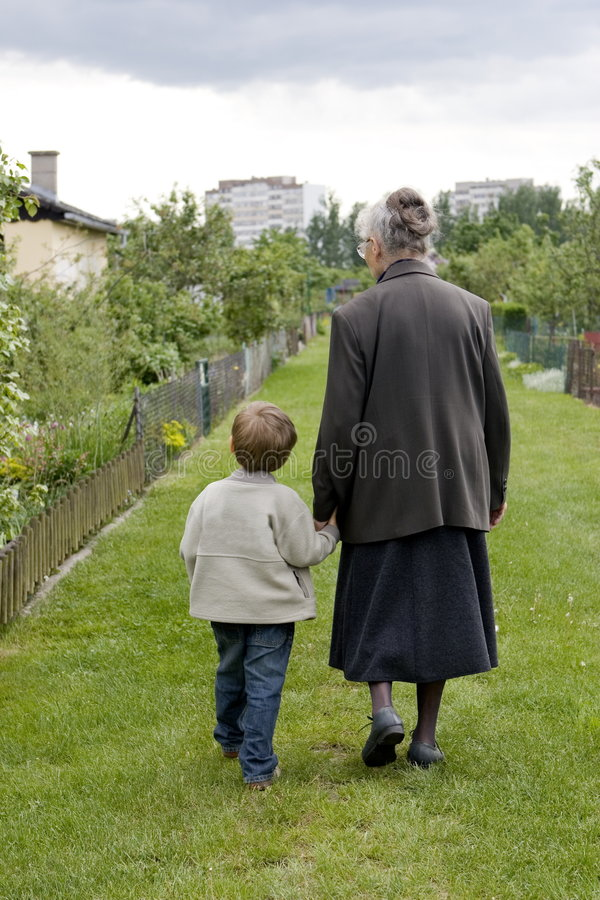Oma met kind stock afbeelding