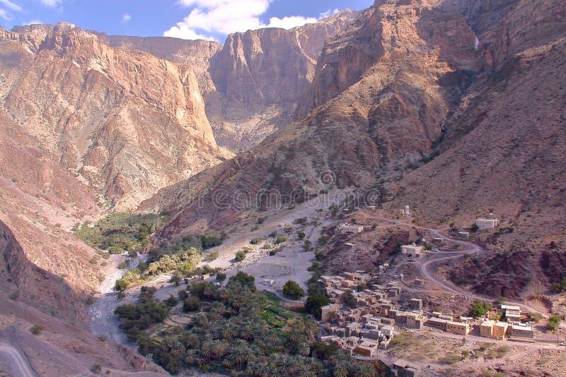 OMAN: Allmän sikt av bergen och en by i Jebel Akhdar västra Hajar fotografering för bildbyråer
