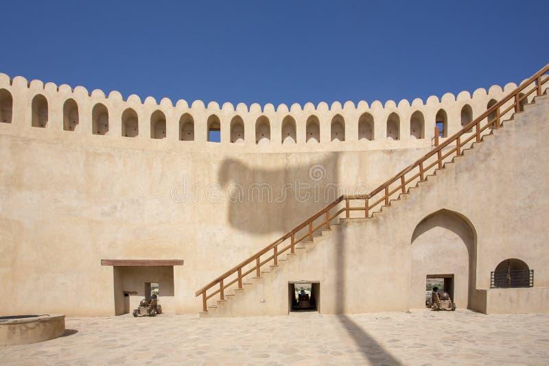 Oman flaga cień na Nizwa kasztelu zdjęcie royalty free