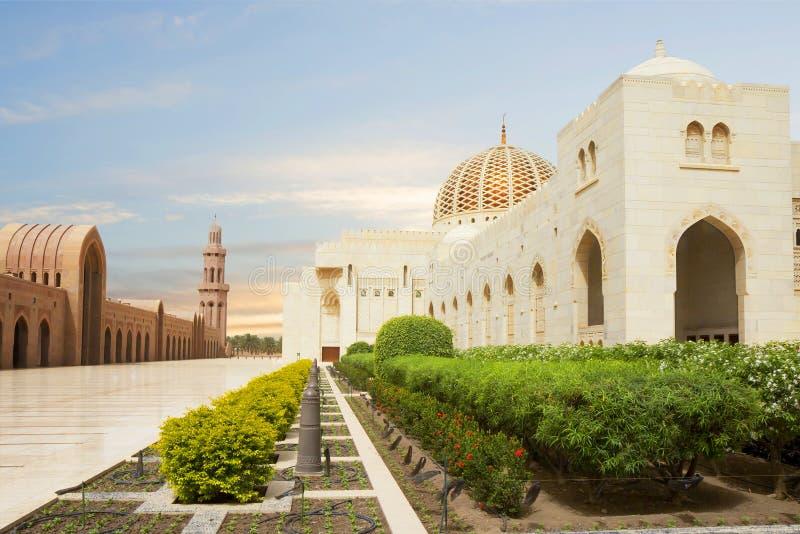 oman muscat Storslagen moské av Sultan Qaboos royaltyfri foto