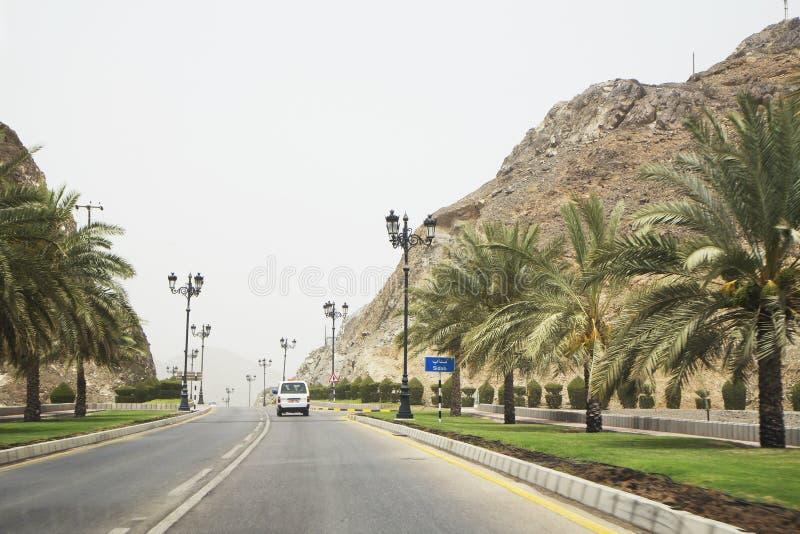 Oman Muscat. Vägen Al Bahri fotografering för bildbyråer