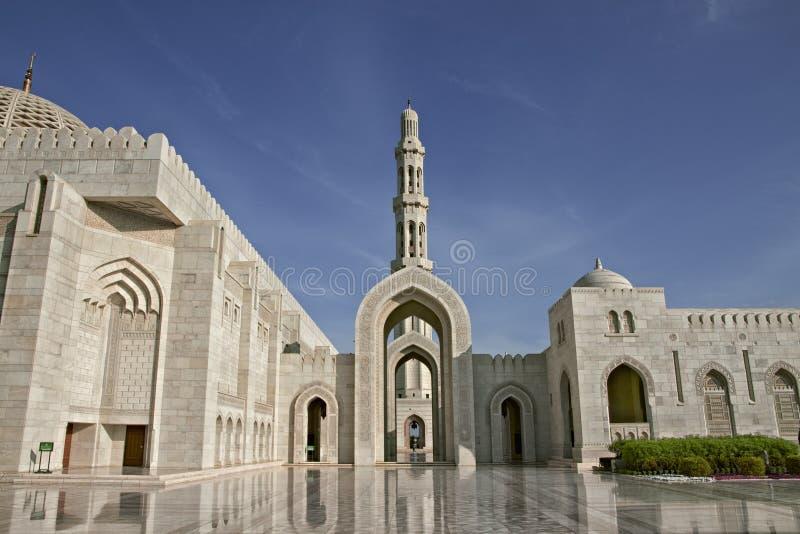 oman Stor moské av den Sultan Qaboos Great moskén av Sultan Qaboos i Muscat arkivfoto