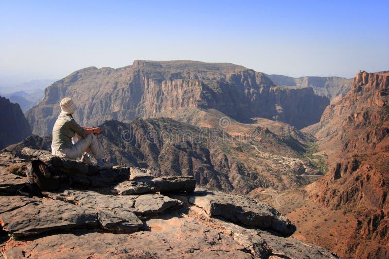 Oman: Toerist bij het gezichtspunt van Diana stock afbeelding