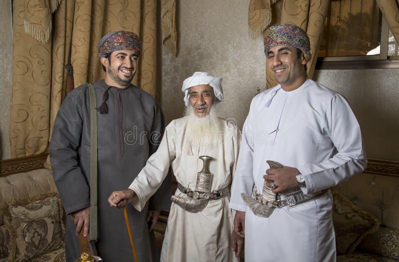 Omani mensen in traditionele uitrustingen stock afbeeldingen