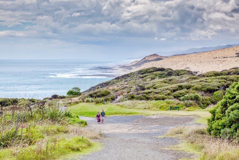 OMAPERE, NOUVELLE-ZÉLANDE - 7 FÉVRIER : Promenade côtière Arai-Te-Uru REC photos libres de droits