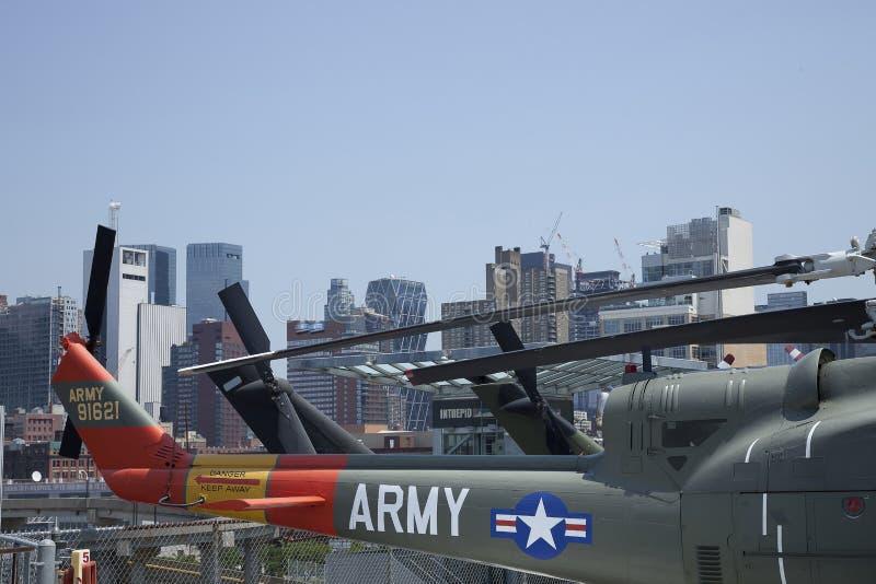 ombord uss för nyc s u för arméhelikoptrar intrepid arkivbilder
