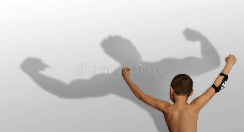 Ombra del bodybuilder e del ragazzo fotografia stock libera da diritti