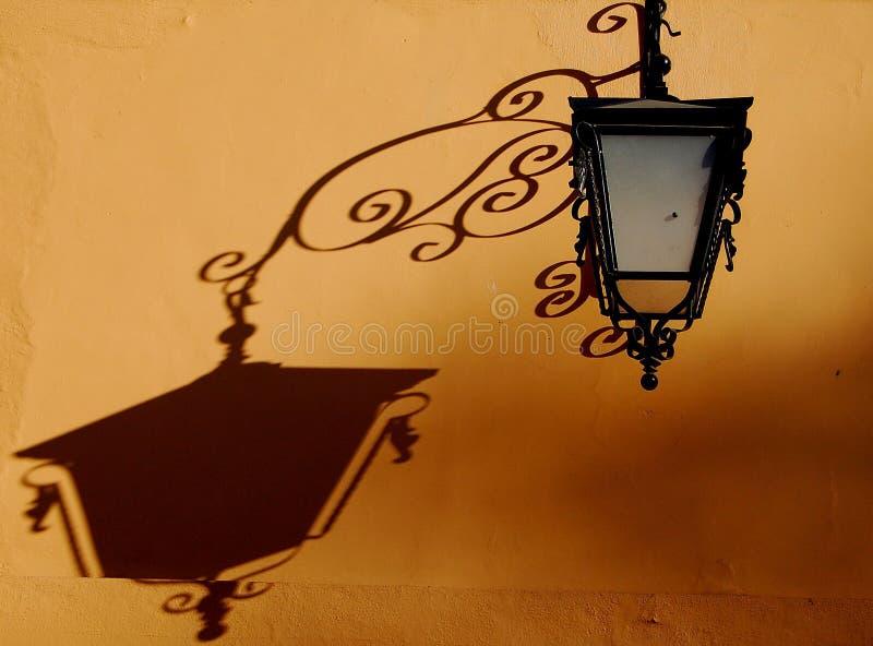 Download Ombra della lampada fotografia stock. Immagine di pomeriggio - 3889490