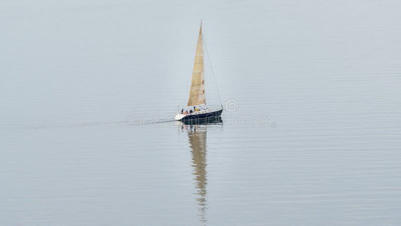 Ombra di spirito di navigazione della barca a vela fotografie stock libere da diritti