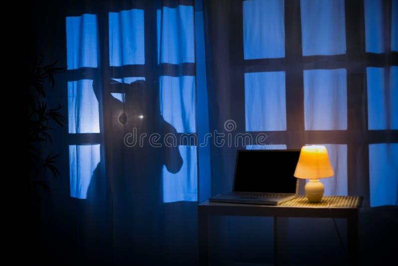 Ombra o siluetta del ladro fotografie stock libere da diritti