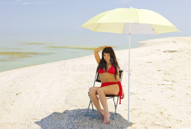Ombra su una spiaggia calda. fotografia stock libera da diritti