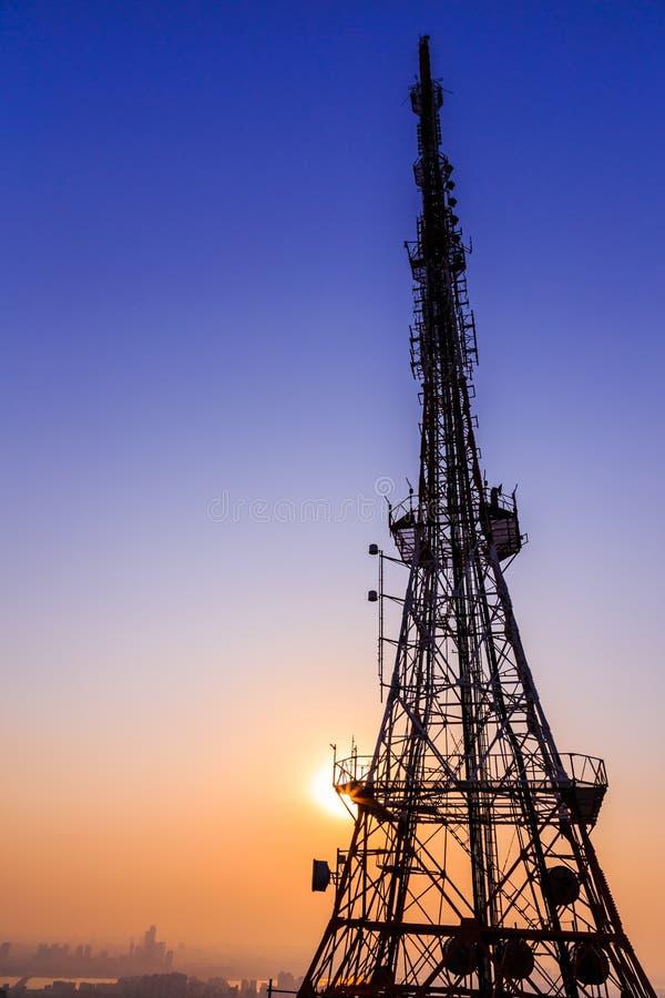 Ombragez l'image de la tour de la Corée sur le fond de ciel bleu avec le sparklin image libre de droits