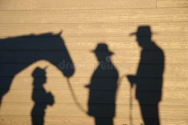 Ombre avec la petite fille et le cheval images libres de droits