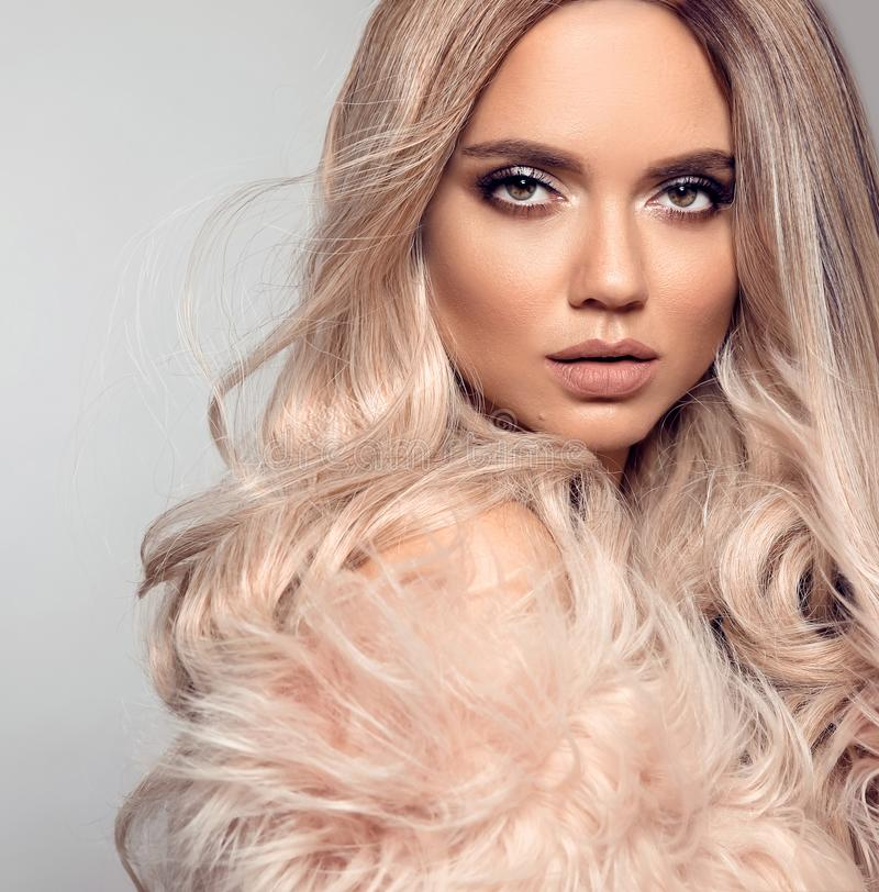 Free Ombre Blond Hairstyle. Beauty Fashion Blonde Portrait. Sexy Woman Wears In Pink Fur Coat. Beautiful Girl Model With Makeup, Long Royalty Free Stock Photos - 149779128