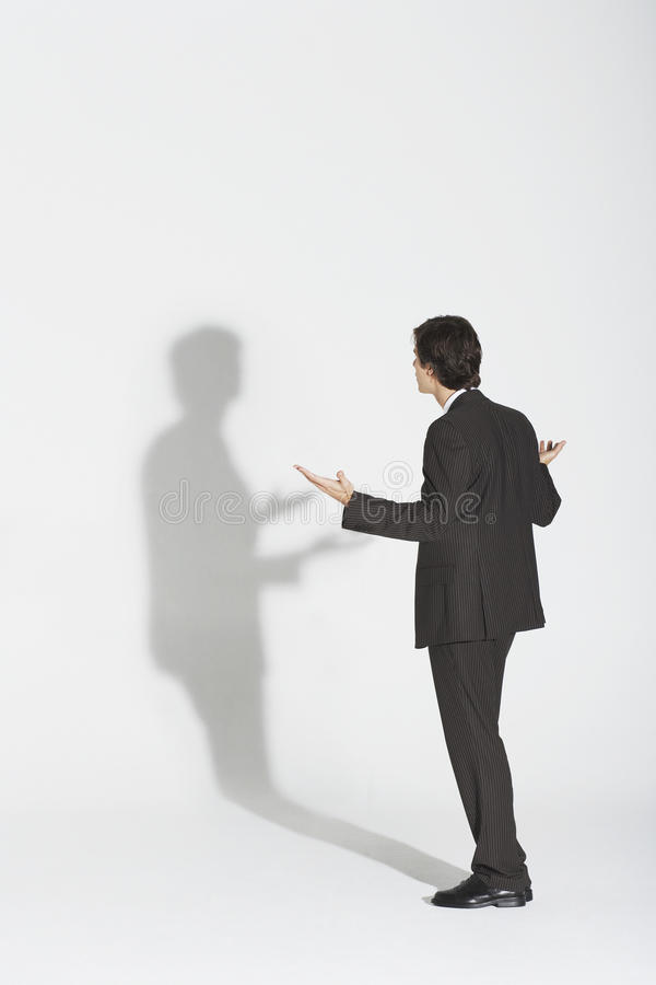 Ombre d'Arguing With Own d'homme d'affaires photos libres de droits